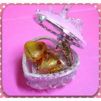 超大方的婚禮小物-愛心珠寶盒加黃金愛心巧克力