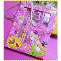 含有掛繩的中型小白兔文具組禮盒(共有四色)