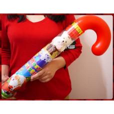 巨無霸等級的特大號柺杖糖造型聖誕小熊公仔綜合糖果餅乾組