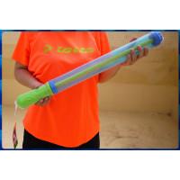 平凡造型但發射水力超強的60公分長全吸水式水槍(內建水柱壓縮設計)