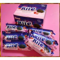 就是要大口爽吃的Rite黑巧克力烤餅乾包草莓夾心6大條裝